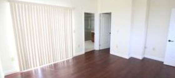 Westwood, near UCLA $1700 Roommate Wanted:Private Bedroom/Bath
