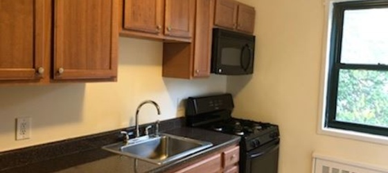 Lovely Garden Style 1 Bedroom Apt - H/HW/G - Laundry On-site - Parking - Pets - Dobbs Ferry